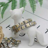 Bracelet argenté avec lettres dorées